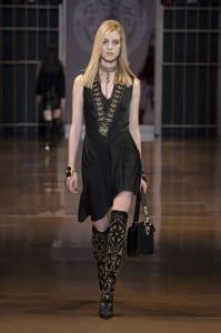 Abiti-da-cerimonia-2015-collezione-autunno-inverno-Versace-Vestito-asimmetrico-nero