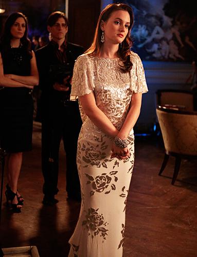 Blair-Waldorf-Style-and-Fashion-Leighton-nude-printed-gown