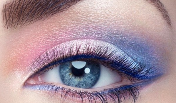 SMOKEY-EYES-WITH-ROSE-QUARTZ-AND-BLUE-SERENITY.-Smokey-Eyes-eye-shadows-with-either-Rose-Quartz-is-Blue-Serenity-makeup-599x350