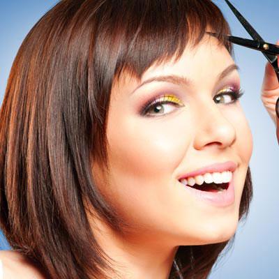 Taglio-di-capelli-con-frangia-asimmetrica-per-essere-alla-moda