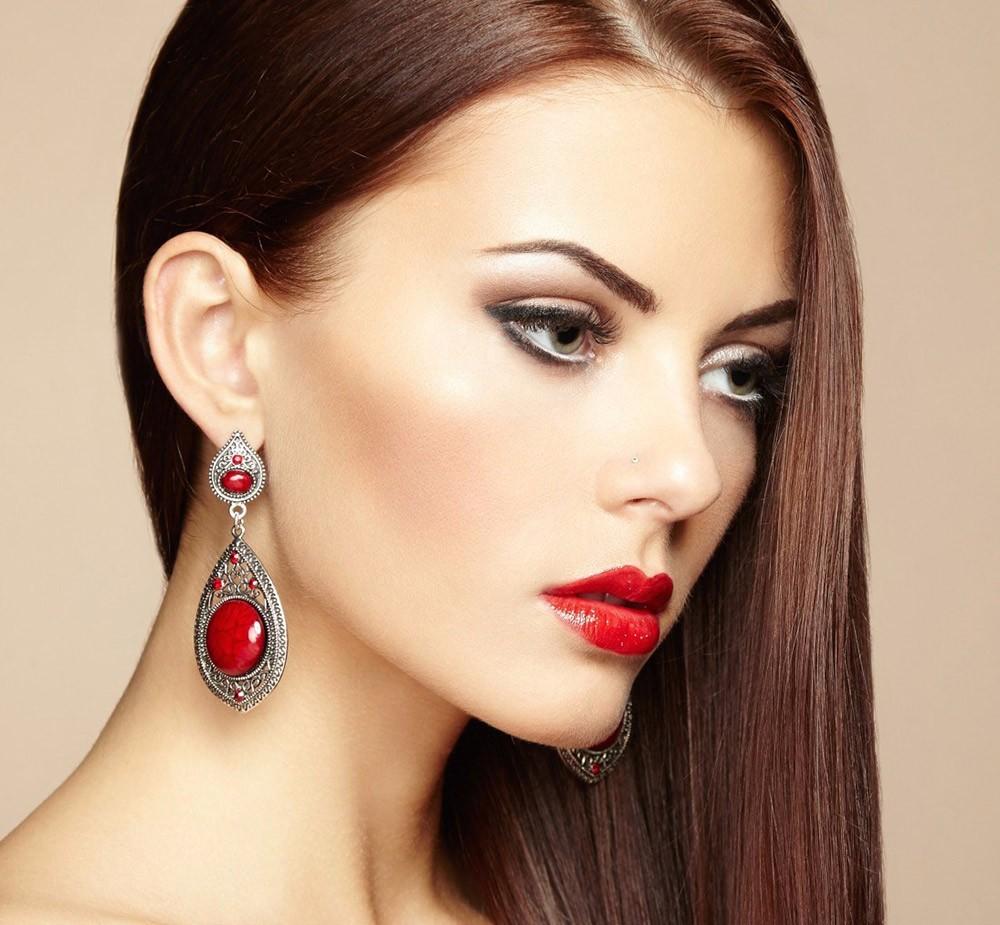 rossetto-rosso-capelli-castani-1000-1