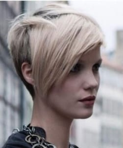 Tagli-capelli-corti-scalati-2015-autunno-inverno-con-ciuffo