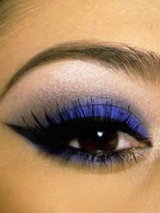 make-up-blu-per-occhi-castano-scuro