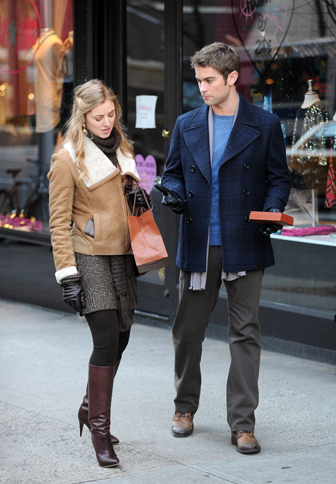 Nate-Gossip-Girl-Behind-the-Scenes-January-11-2012-nate-archibald-30767560-491-706