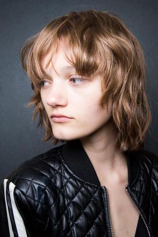 Taglio di capelli con frangia 2016