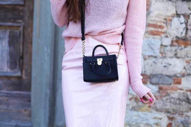 517ba958c3 look-rosa-pastello-borsa-michael-kors-mini-10 - Ad Maiora Semper