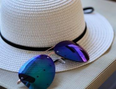 Falsi occhiali da sole, ecco cosa rischi quando la qualità delle lenti è scarsa