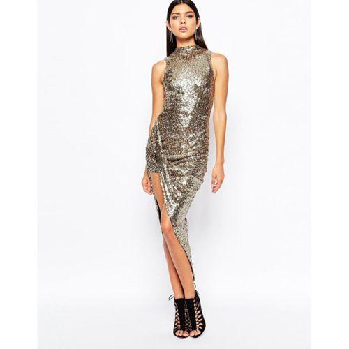 La scelta migliore è perciò puntare su abiti luminosi realizzati in  paillette in alternativa possiamo scegliere tessuti laminati oppure abiti  impreziositi ... b7e56a33dbd