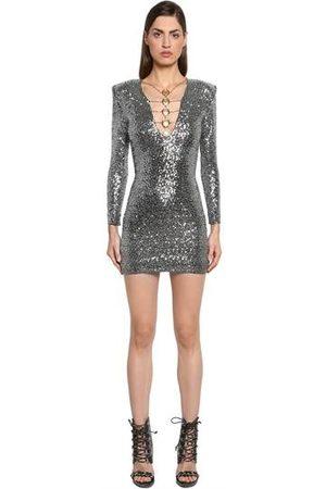 Tutti gli abiti seguono le ultime tendenze in campo moda e45a3643dc7